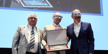 La Federación Galega de Fútbol premia a Recalvi por su apoyo a este deporte