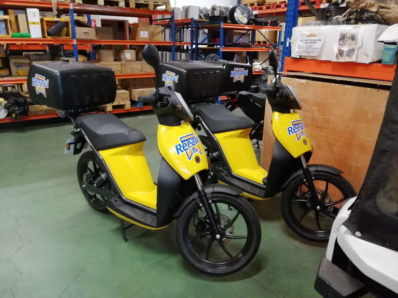 Recalvi incorpora tres motos eléctricas a su flota de reparto